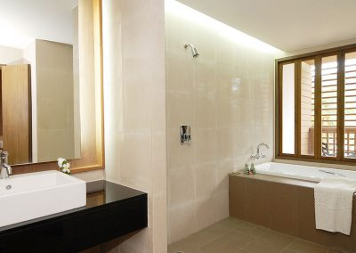 grand-deluxe-bathroom-2