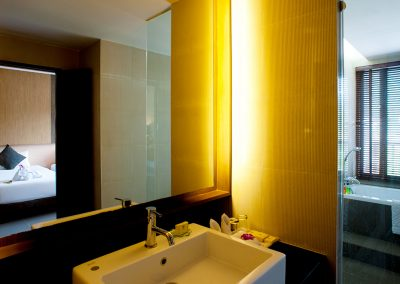 grand-deluxe-bathroom-3